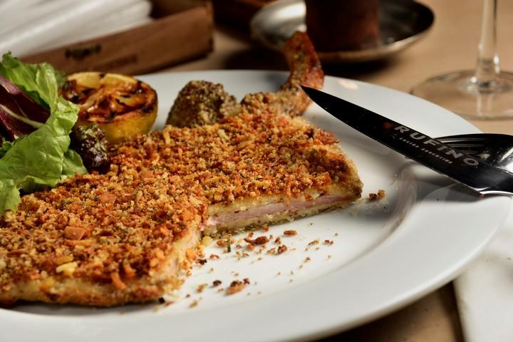 De cerdo y con hueso para la mesa de Rufino.