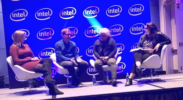 Taylor (segunda, de derecha a izquierda), durante el panel organizado por Intel en Chicago.