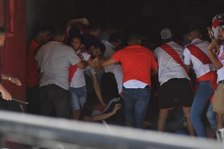 Graves incidentes en el monumental. Foto: Federico López Claro