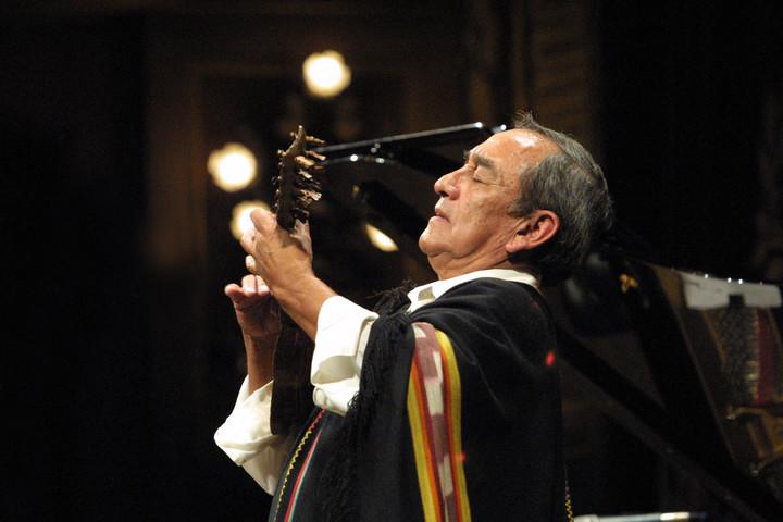 Jaime Torres en el escenario del Teatro Colón (Archivo Clarín):