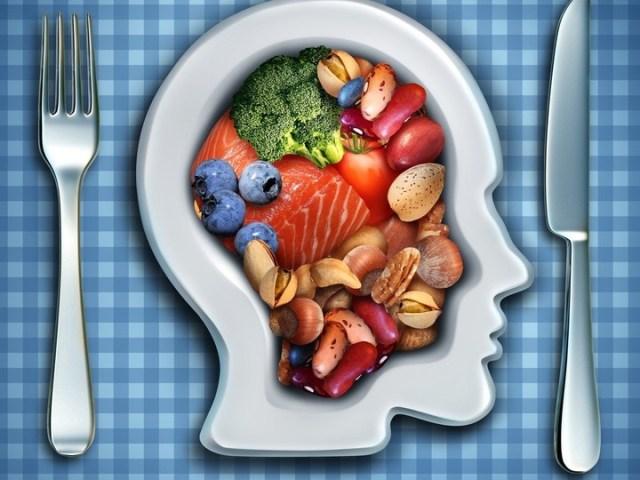 La dieta DASH está diseñada específicamente para personas con presión arterial elevada.