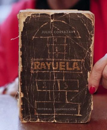 """Detalle de la primera edición de """"Rayuela"""", la gran novela de Julio Cortázar (EFE/ David Fernández)"""