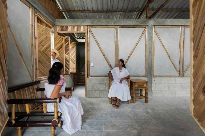 Input.  The study Comunal: Taller de Arquitectura considers that this discipline should help the empowerment of communities.