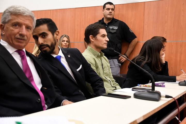 El anestesista Gerardo Billiris, al ingresar a la sala para escuchar la sentencia que lo condenó a 14 años de prisión. (Télam)