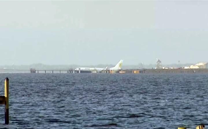 El día después. El Boeing 737-81Q de Miami Air International, en las aguas del río Saint Johns.
