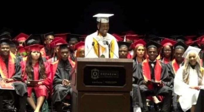 El discurso de despedida a los graduados, a cargo de Tupac