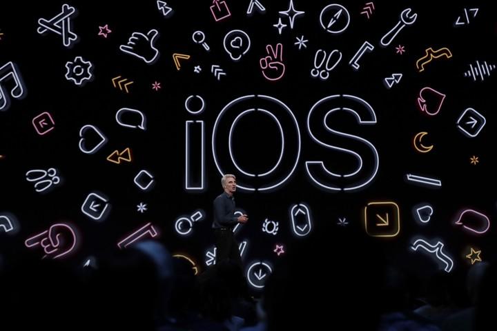 El vicepresidente de software de la compañía Apple, Craig Federighi, presentó el nuevo iOS 13 durante la conferencia de desarrolladores WWDC19 de Apple en el centro de convenciones McEnery en San José, California. EFE/ Monica Davey