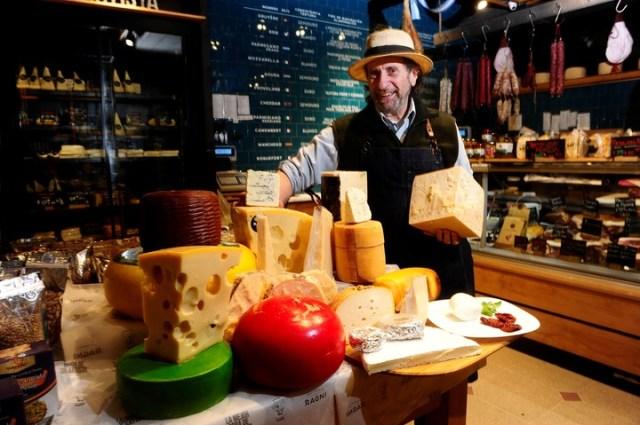 El afinador de quesos, Adrián Valenti.