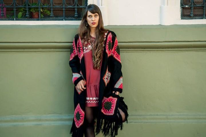 Los sacos largos estilizan y dan una imagen folk (Rosarito Store).