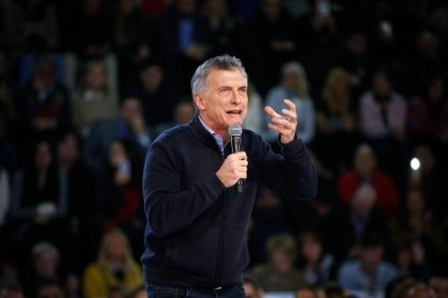 """""""El país que queremos está en el futuro. Juntos somos imparables. Vamos Buenos Aires"""", dijo Macri al finalizar su discurso. EFE/Juan Ignacio Roncoroni"""