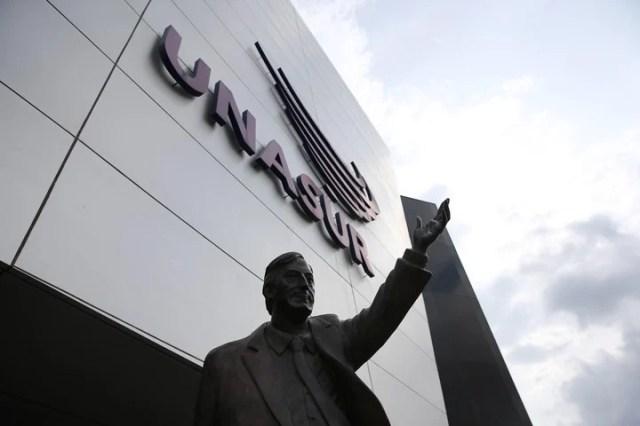 La estatua de Néstor Kirchner estaba colocada en los exteriores del edificio de la Unasur. Foto: EFE/ José Jácome