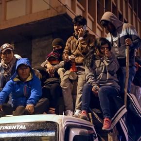 Ecuador se sumerge en el caos: el gobierno se va de Quito ante la llegada de miles de indígenas