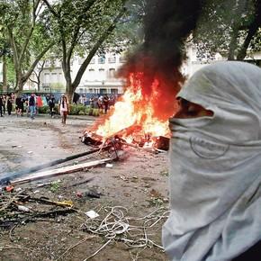 Estallido social en Chile: durante las protestas atacaron la embajada argentina en Santiago