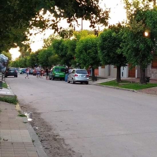 Borsato vivía en la calle 45, de la localidad de Colón. Allí, a mitad de cuadra, donde se encuentra el patrullero verde de la Policía.