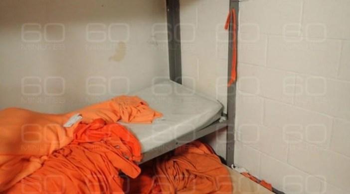 """El programa """"60 Minutes"""" reveló las fotos de la celda de Jeffrey Epstein en NYC."""