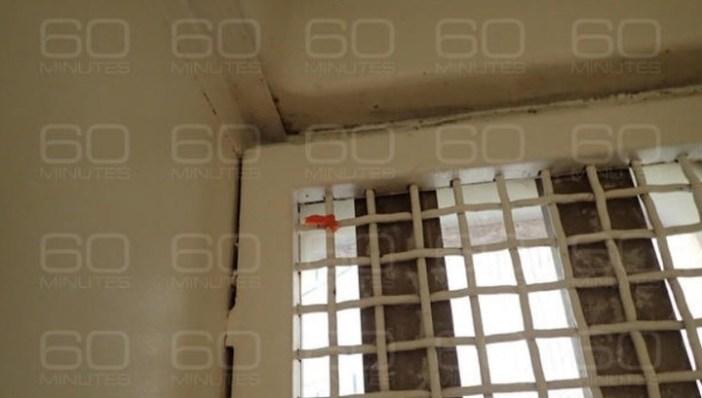 La ventana de la celda de Jeffrey Epstein.