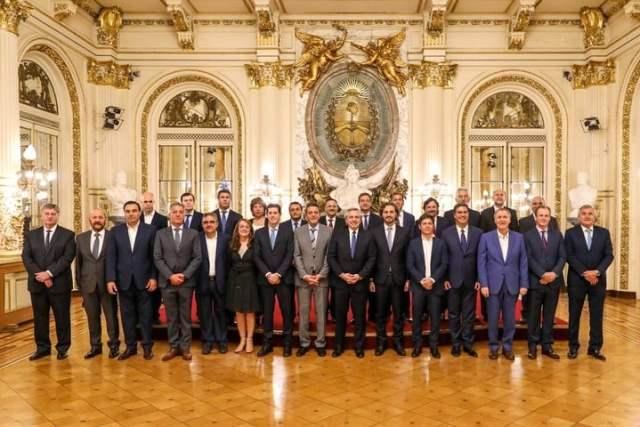 El presidente Alberto Fernández recibió a los gobernadores y al jefe de Gobierno de la Ciudad a la semana de asumir. Foto Presidencia.