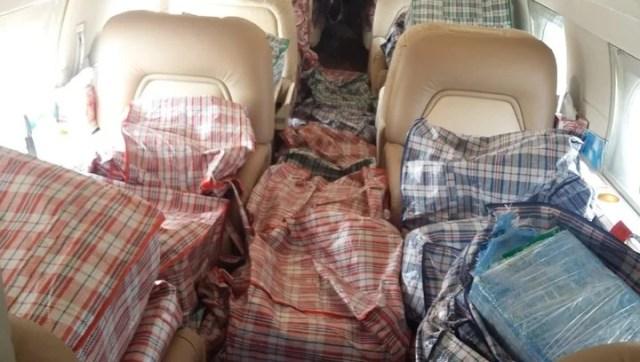 En el interior del avión hallaron 32 paquetes con casi mil kilos de cocaína. (Gobierno de México).
