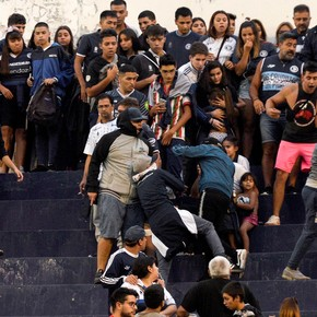 Bars from Independiente Rivadavia intercepted the squad's bus on the road to threaten the players