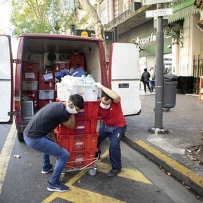 Supermarkets test new formulas: pick-up areas, dark stores and express delivery