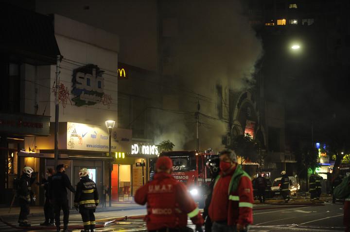 Explosión en una perfumería Scalabrini Ortíz y Corrientes. Foto: Fernando de la Orden.