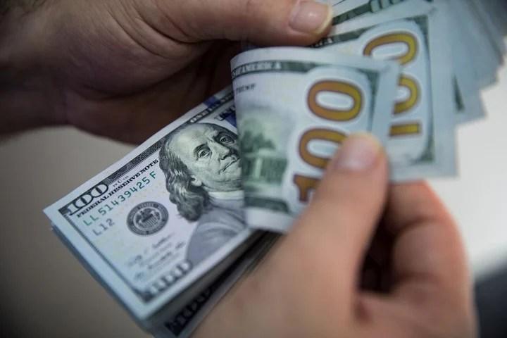 Si no es urgente, es mejor ahorrar para comprar algo que apurarse y terminar pagando intereses. Foto: Archivo Clarín.