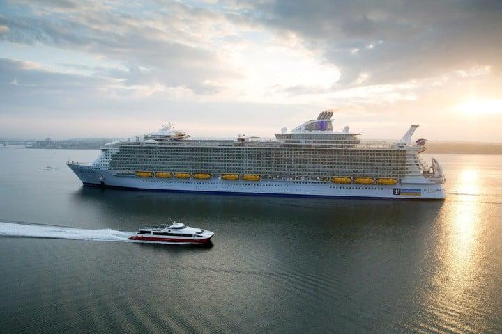 """El """"Harmony of the Seas"""", de Royal Caribbean, el crucero más grande y nuevo del mundo. Foto EFE/Simon Brooke-Webb/Royal Caribbean"""