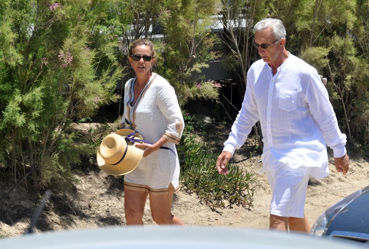 Silvia Saravia y Jorge Neuss, durante unas vacaciones en Punta del Este. Fotos Enrique García Medina