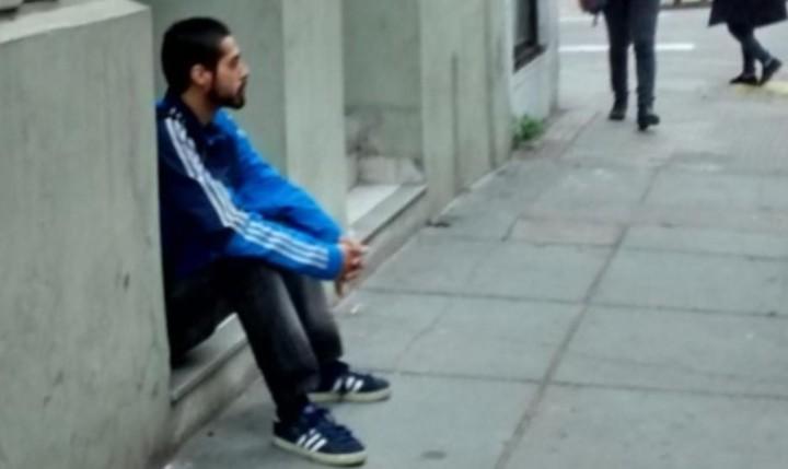 Mauricio Parada Parejas solía esperar sentado a Paula Tacacho, según pudieron registrar los amigos de la víctima.