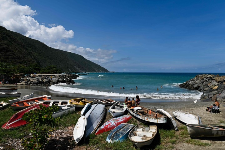 La Guaira beach, Vargas state.  Venezuela only authorizes flights from five countries: Mexico, Turkey, the Dominican Republic, Iran and Panama.  Photo: Federico PARRA / AFP.