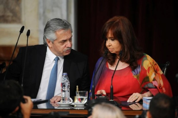 Alberto Fernández and Cristina Kirchner at the Congress on March 1.  The president has a better image than his deputy.