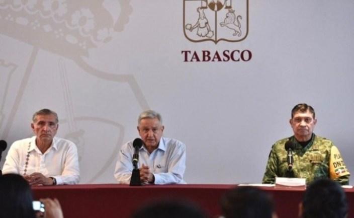 Durante la conferencia de prensa que brindó en Villahermosa, el presidente de México, Andrés Manuel López Obrador, estuvo acompañado por el gobernador de Tabasco, Adán López Hernández. Foto: Presidencia de México