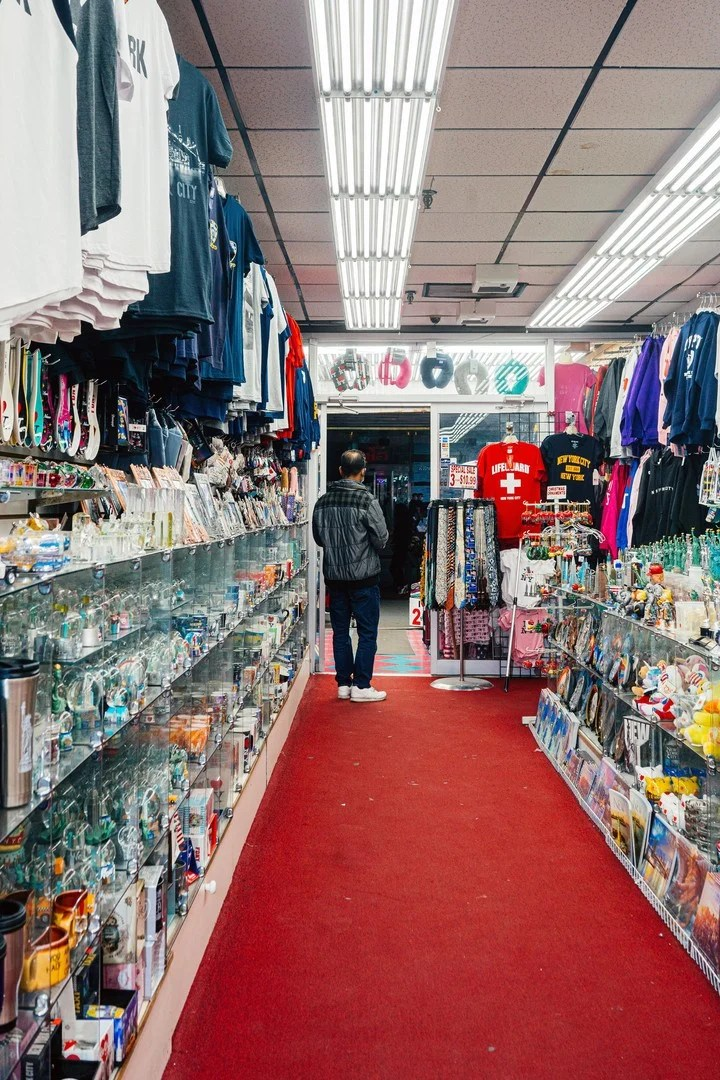 Image of a souvenir shops in New York.  Photo: Jutharat Pinyodoonyachet / The New York Times.