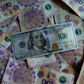Pesos vs dollars: how many times in 220 months did the local currency win