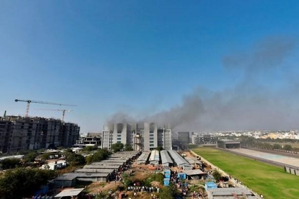 La columna de humo podía verse a varios kilómetros. Foto: AFP