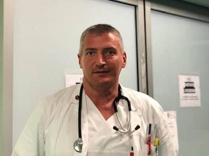 Carlo Mosca era jefe de emergencias del hospital de Montichiari. Está detenido, acusado de haber cometido dos homicidios voluntarios. Foto: Web
