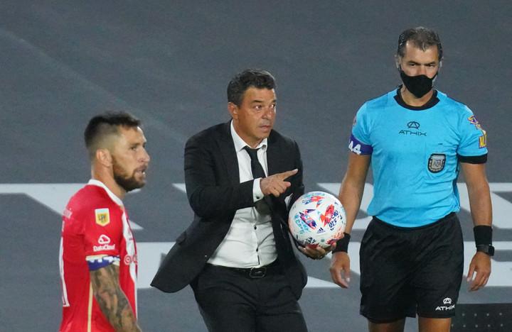 Gallardo en la derrota de River ante el equipo de Milito, por la Copa de la Liga Profesional. (Mario Quinteros)