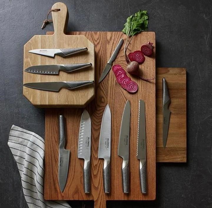 En sus redes sociales, la cuenta del local de Rodríguez Palacios comercializa varios modelos de cuchillos de cocina.