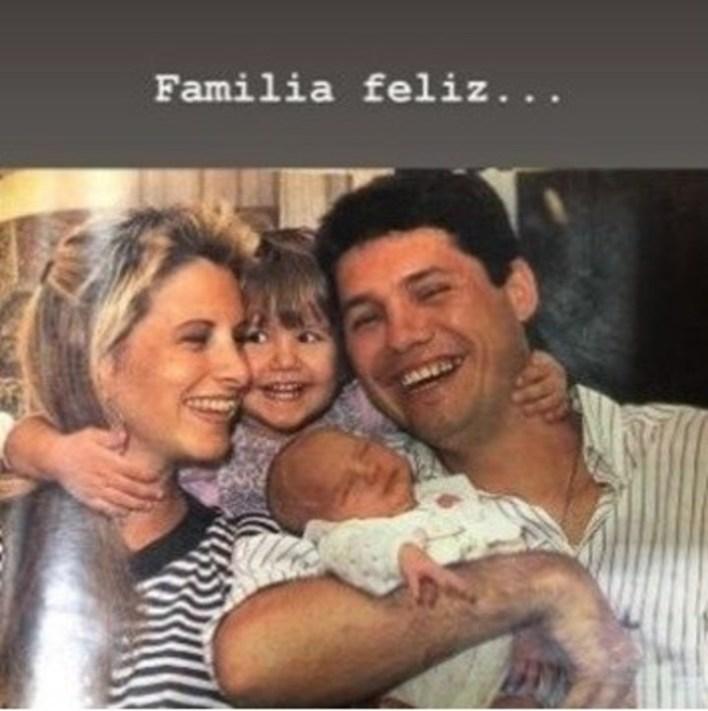 Marcelo Tinelli junto a Soledad Aquino, Micaela y, en sus brazos, Cande.