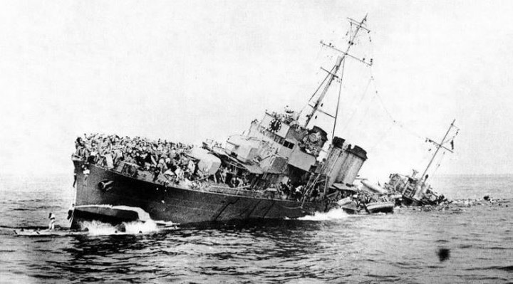 A ship sinks with English troops above, during the Battle of Dunkirk, in the English Channel, on June 1, 1940. Photo: archive