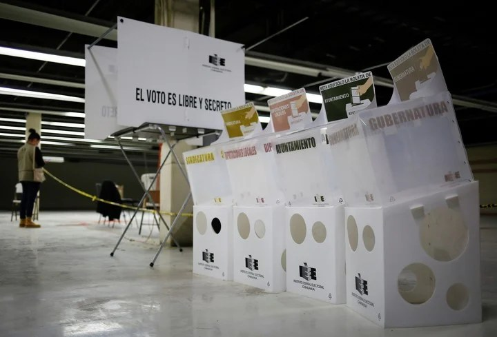 The headquarters of the Electoral Institute of the state of Chihuahua, in Ciudad Juarez, Mexico, is preparing for Sunday's elections.  Photo: REUTERS
