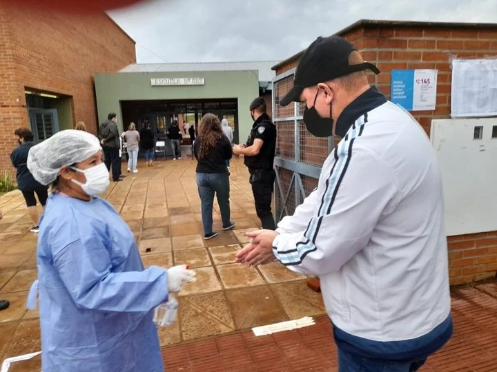 A voter arrives this Sunday at a voting center in Misiones