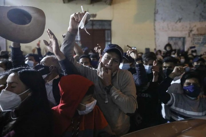 Castillo supporters celebrate the results in the quick count.  Photo: EFE
