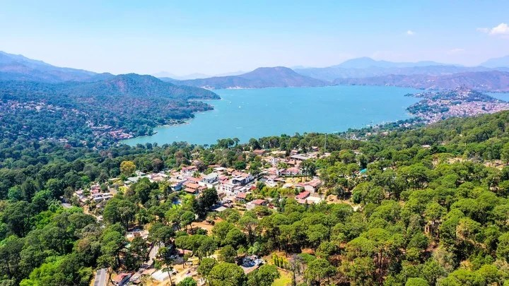 The lake from the series Who Killed Sara?  is in Valle de Bravo, Mexico.  Photo Shutterstock.