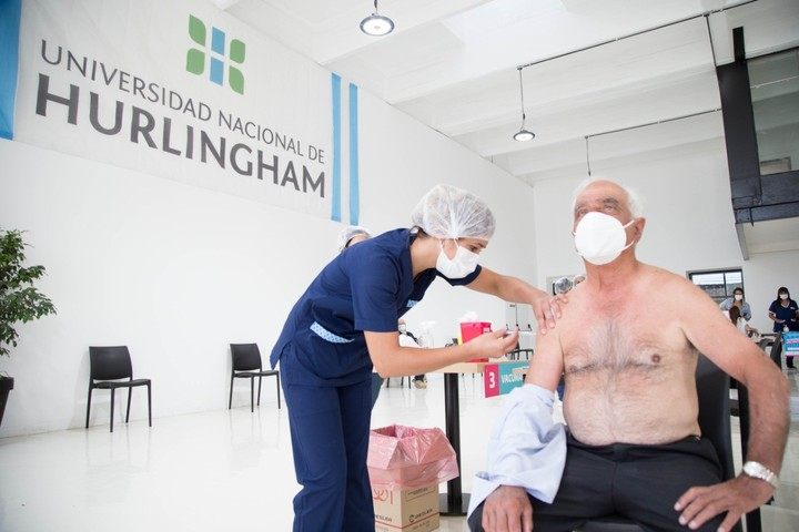 One of the four vaccination centers in the municipality operates at Hurlingham University.