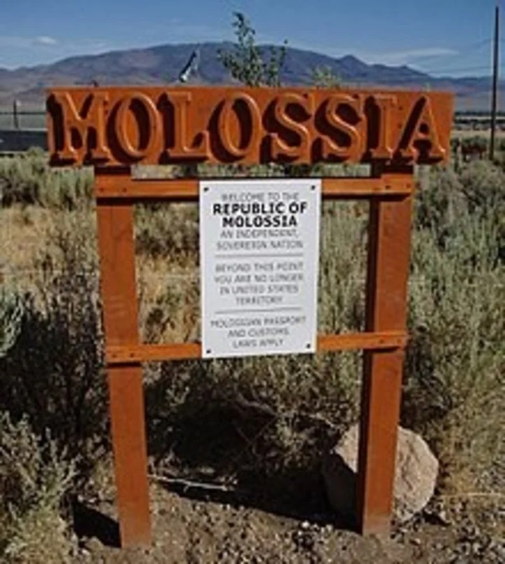 The border between the Republic of Molossia and the United States.  Photo: Kevin Baugh