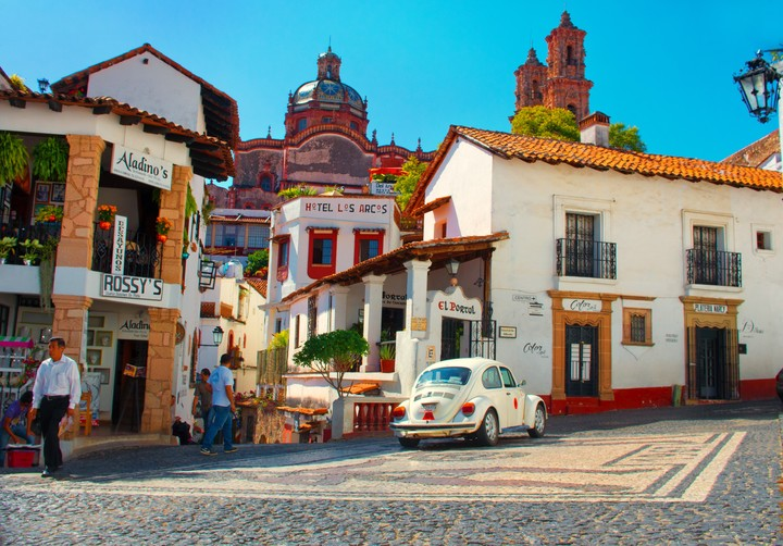 The buildings and streets of Taxco make it similar to Italy.  Photo Shutterstock.
