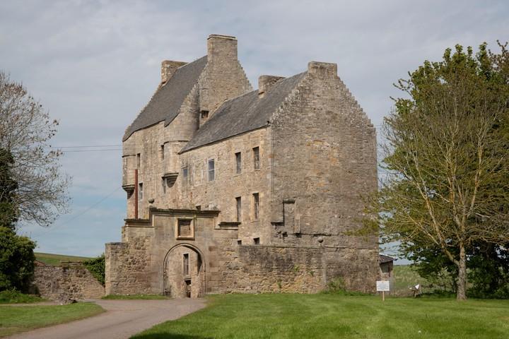 Midhope Castle appeared in Outlander as Lallybroch.  Photo Shutterstock.