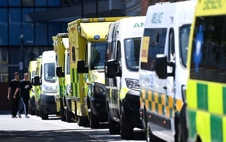 Several ambulances transport COVID patients in London.  Photo / EFE
