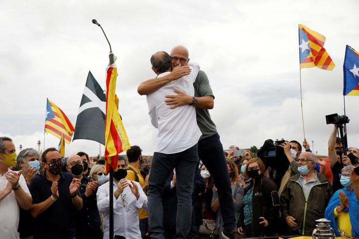 The independence leaders Jordi Turull and Raul Romeva embrace in front of supporters who celebrate their liberation, in Sant Joan de Vilatorrada, Catalonia.  Photo: DPA
